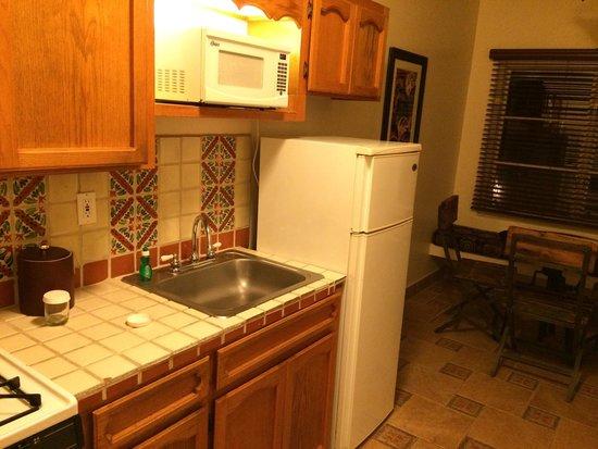 El Cordova Hotel: Kitchen in 2 bedroom suite