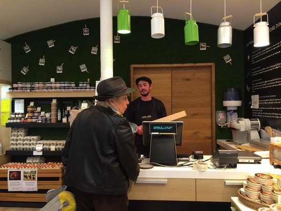 Manoir de Beauregard : local cheese shop where Mary-Rose buy cheese