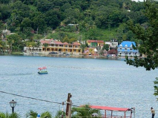 Hotel Casona de la Isla: View of Lake Peten Itza.