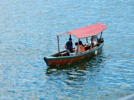 Hotel Casona de la Isla: View of Lake Peten Itza. (a lancha)