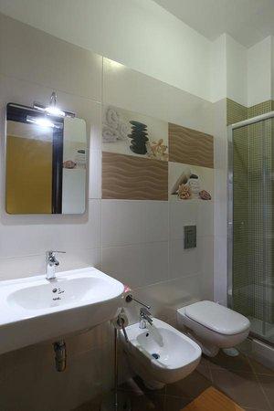 Hotel Cliche: Bagno camera hotel ristrutturato
