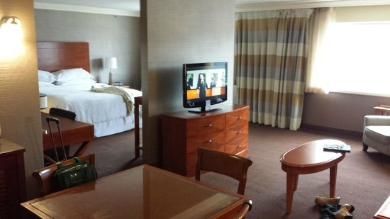 Sheraton At The Falls: Comfortable Suite