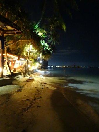 Friendship Beach Resort & Atmanjai Wellness Centre : Côté du restaurant