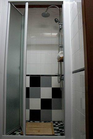 Hostel La Corredera: ducha