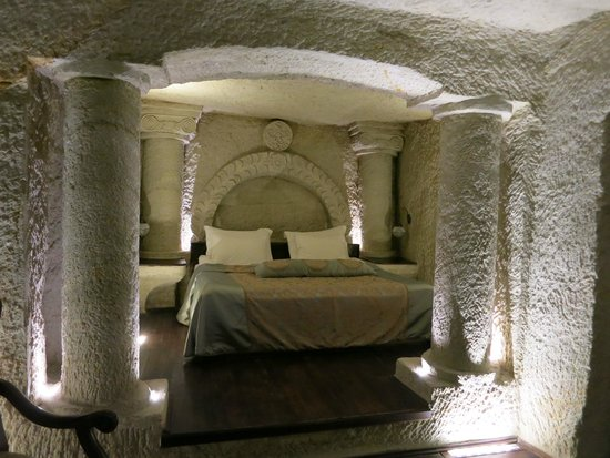 Aithra Cave Hotel: Beautiful luxurious room in a Cave!