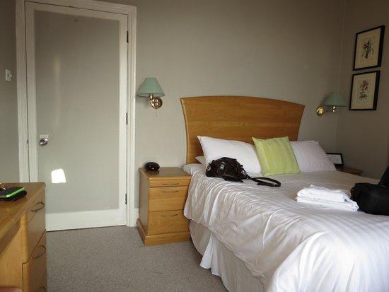 Tors Hotel: Room