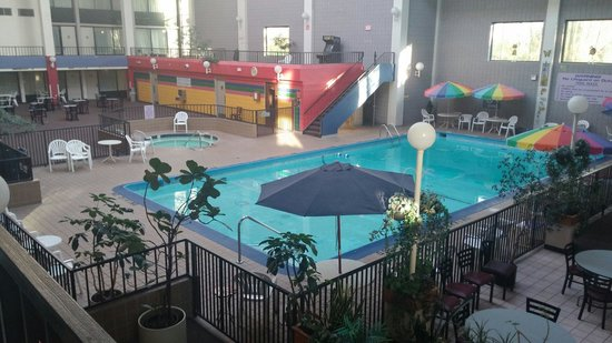 Americas Best Value Inn-Saginaw South: The pool area is great.the only really bad thing is no hot water