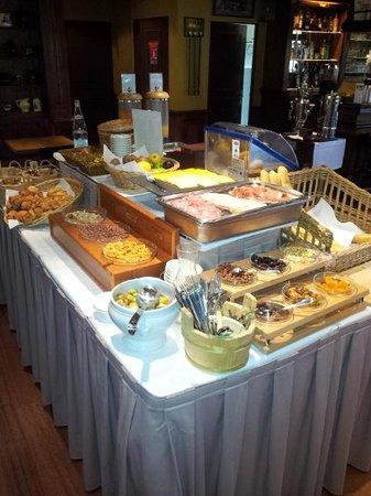 Le Chateau de la Tour : Le buffet du petit déjeuner