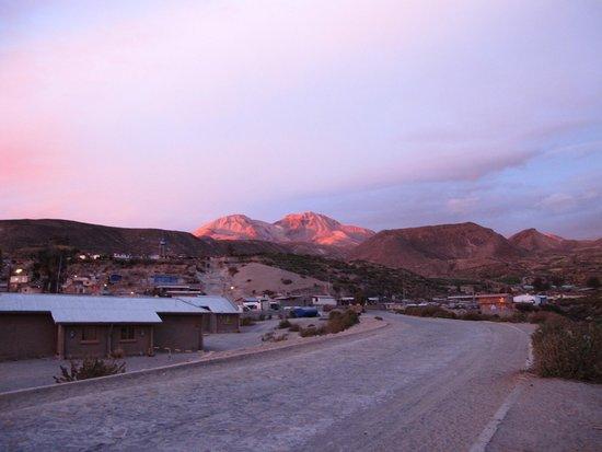Terrace Lodge & Tours: le luci del tramonto si riflettono sul Nevado de Putre
