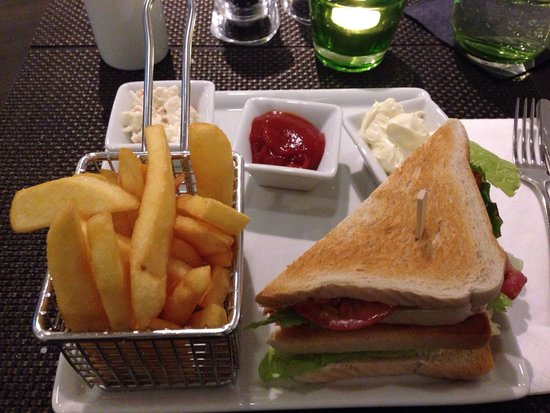 Courtyard by Marriott Cologne: BLT in The Bistro