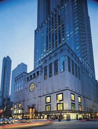 Four Seasons Hotel Chicago : Hotel Exterior