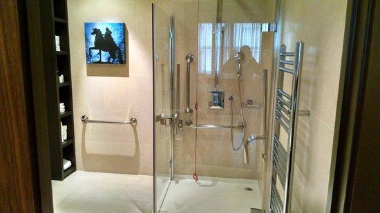 Hotel Indigo London Tower Hill: Bathroom