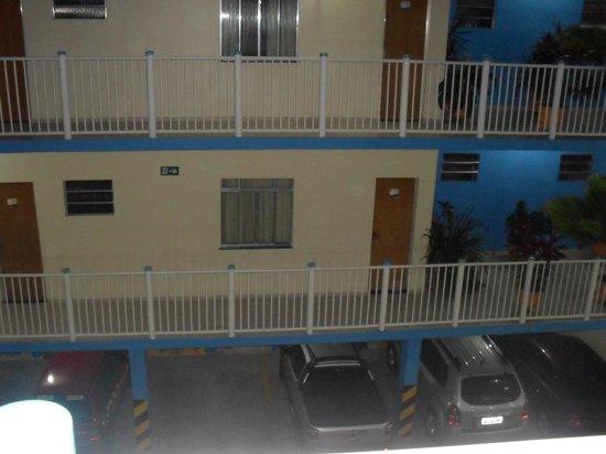 Pousada Raio de Sol: Estacionamento e quartos no Hotel