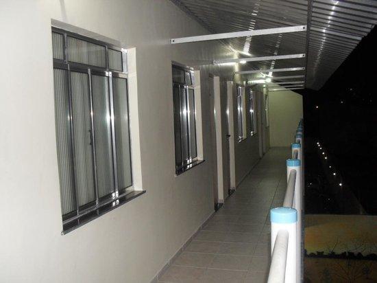 Pousada Raio de Sol: Melhores quartos ao final do corredor.