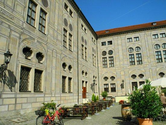 Pfalzer Residenz Weinstube : Terrasse der Pfälzer Weinstube