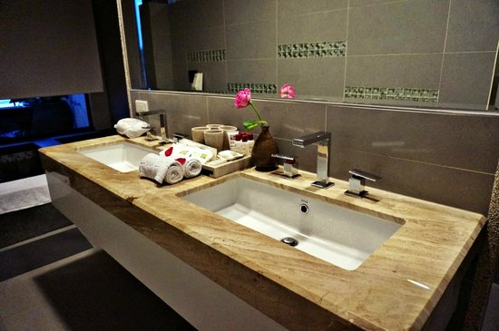 Red Maple Boutique Hotel: bathroom