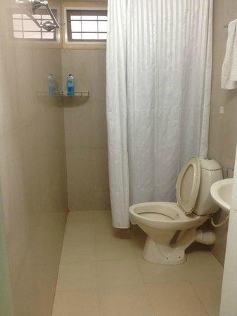 Ecolodge Hotel: Bathroom in twin room on 3rd floor