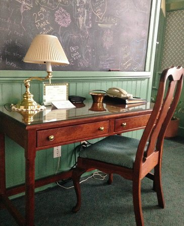 Chambery Inn: Desks in Schoolhouse Deluxe, and Firespa Suites