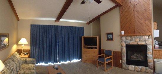 Kavanaugh's Resort: Inside the Oaks.