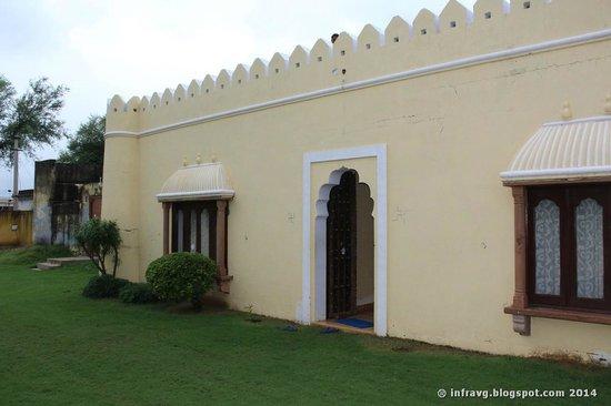 Hudeel, India: Entrada hotel.