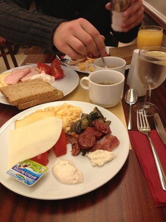 Alqush Downtown Hotel: some of the breakfast