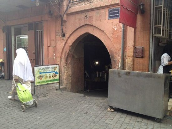Riad BB Marrakech: The entrance to the lane/back street where B&B is!