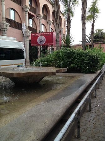Riad BB Marrakech: Halfway down road to right of mosque - fountain with red Indian restaurant sign in background!