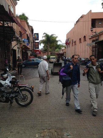 Riad BB Marrakech: At the end of road to the right of mosque, red Indian restaurant sign can just be seen in backgr