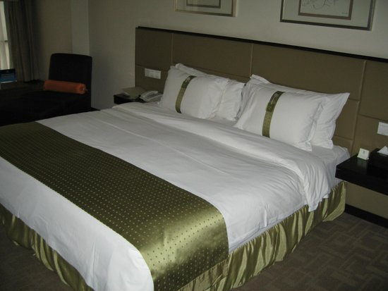 Holiday Inn Central Plaza: Nic big bed