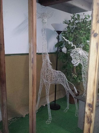 Solomon's Castle: This giraffe is made of coat hangers.