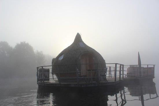 coucher de soleil sur cabane familiale picture of les cabanes des grands lacs vesoul. Black Bedroom Furniture Sets. Home Design Ideas