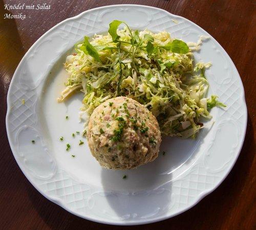 Gasthof Talbauer : Knödel mit Krautsalat