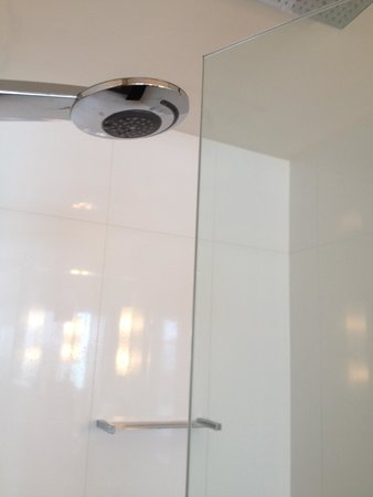 Oceans Mooloolaba: The shower door hits the shower in some units