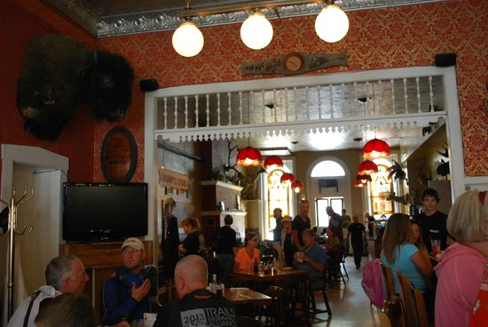 The Grand Restaurant and Saloon : interno