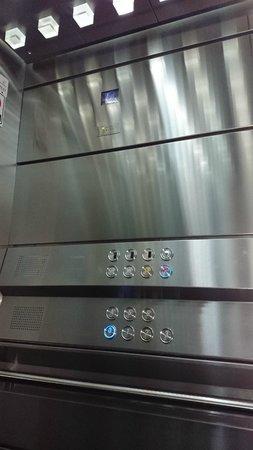 AXSUR Design Hotel : Design no elevador