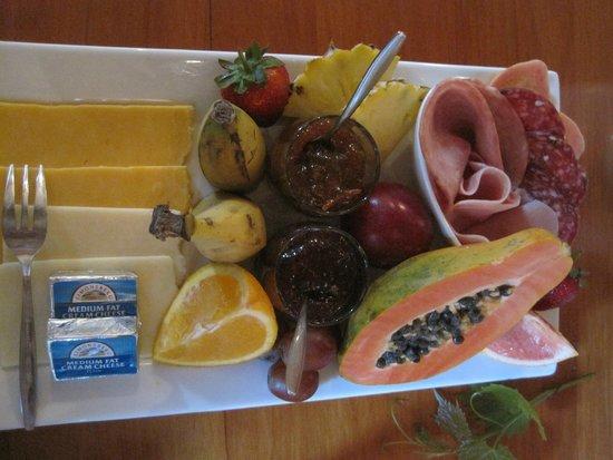 Swellendam Country Lodge: Een royale fruitschaal bij het ontbijt