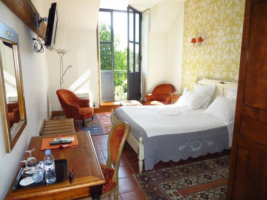 Les Jardins de Lois : Beautiful rooms with view of garden