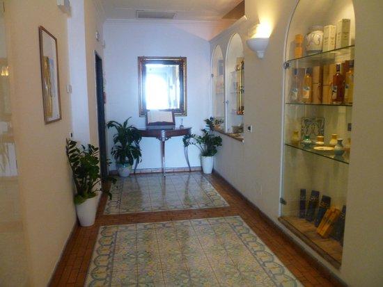 Hotel Relais Maresca: hall de entrada del hotel