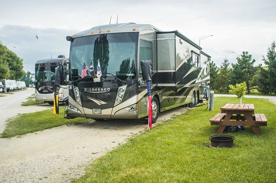 Remington, IN: Rv sites have waterfront or water view