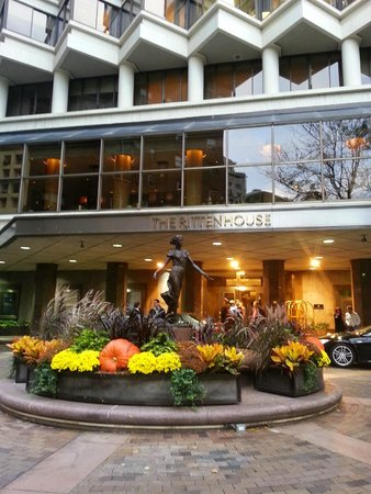 The Rittenhouse Hotel: The entrance