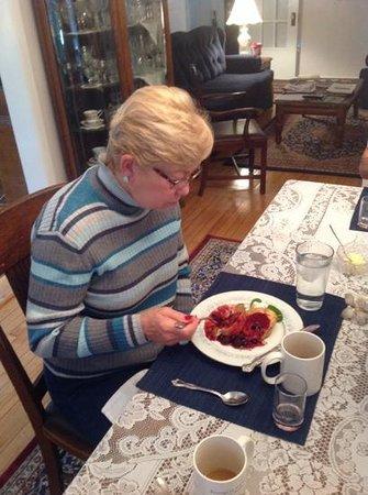 Echoes of the Glen Bed & Breakfast: Wife eating great breakfast.