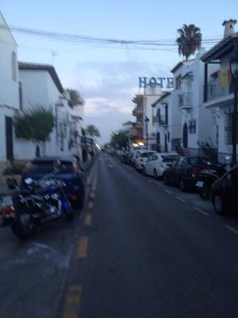 Hostal Casa Mercedes: street outside hotel