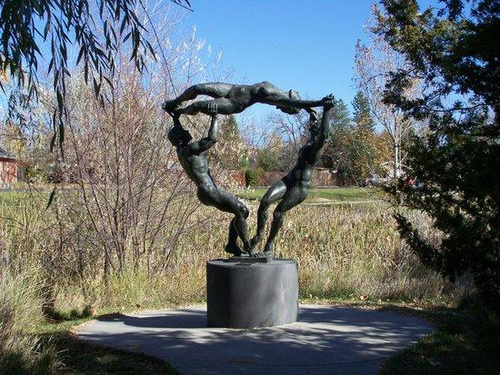 Benson Park Sculpture Garden: dancers