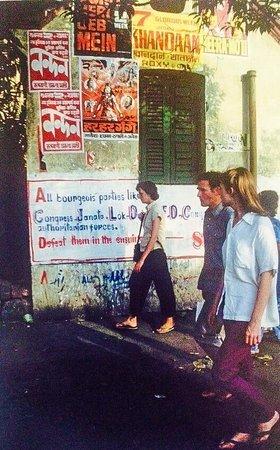 College Street (Boi Para): political graffiti