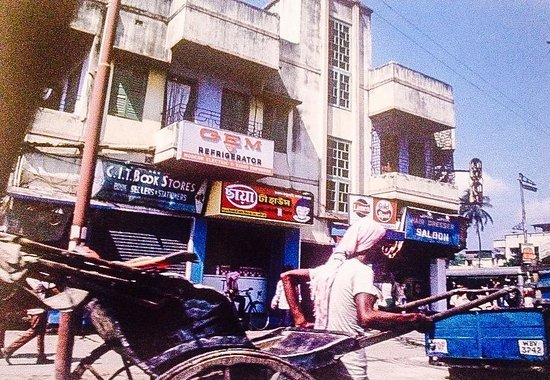 College Street (Boi Para): richshaw wallah