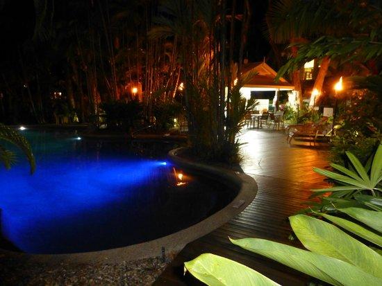 Port Douglas Retreat : Pool & BBQ