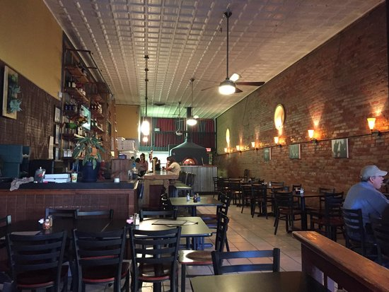 Bella Luna Pizzeria: Love this renovated downtown area!  Great place!