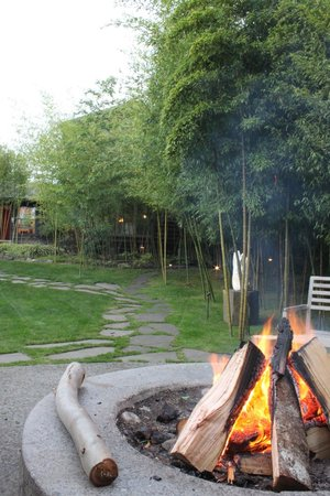 Coast Cabins: Wonderful fire pit every afternoon.