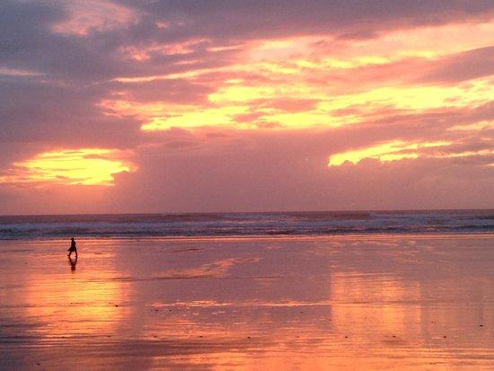Coast Cabins: The beach at Manzanita during a wonderful sunset.