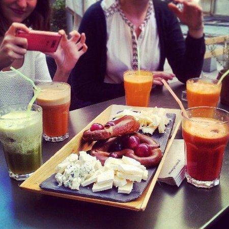 Café Bagel datieren Paraschar leichte Matchmaking